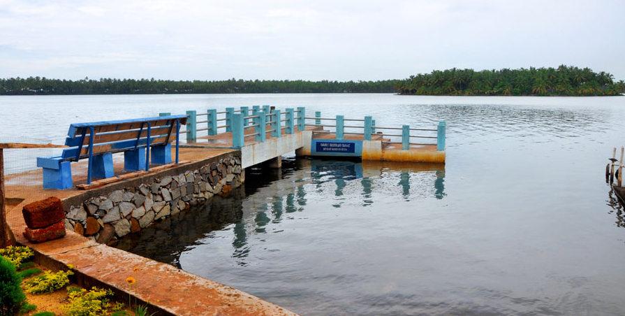 03 Kavvayi Backwaters and Kavvayi beach house